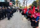 """Indígenas caminan por la """"Quinta Avenida"""" mexicana para exigirle atención a Rosario Robles"""