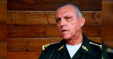 Pese al repudio, la Unicach se empeña en premiar a Cienfuegos