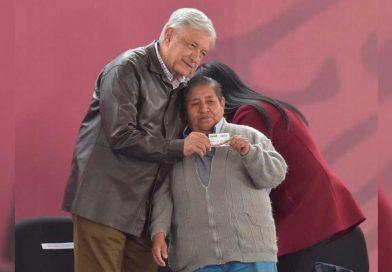 López Obrador arranca programa de pensión a adultos mayores en Chalco